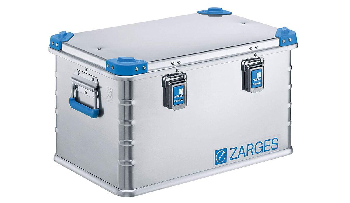 Diese 60 Liter Universalbox von Zarges ist für viele Anwendungen hilfreich und passt sogar für die Größen von Europaletten – erhältlich hier bei Amazon.